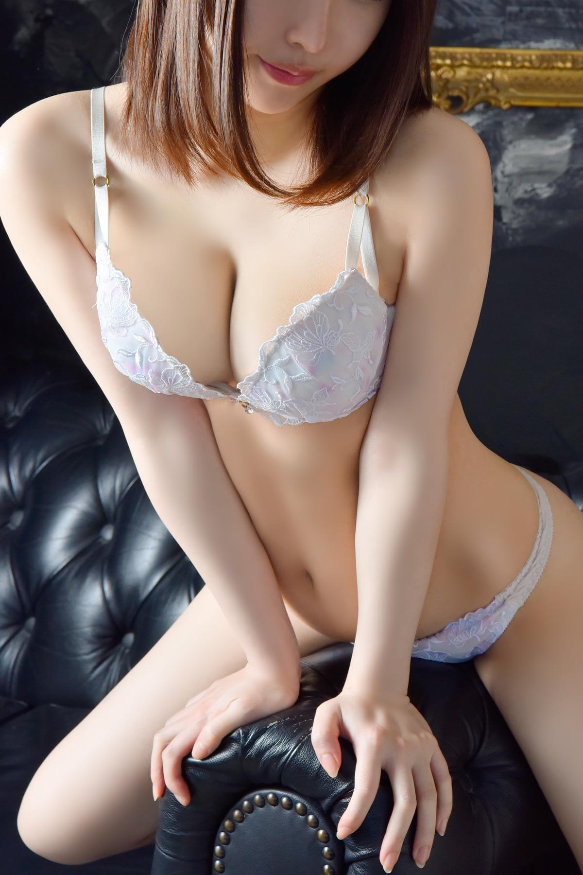 幼さの残る色白Fカップ美少女:メートルドテル(新宿高級デリヘル)