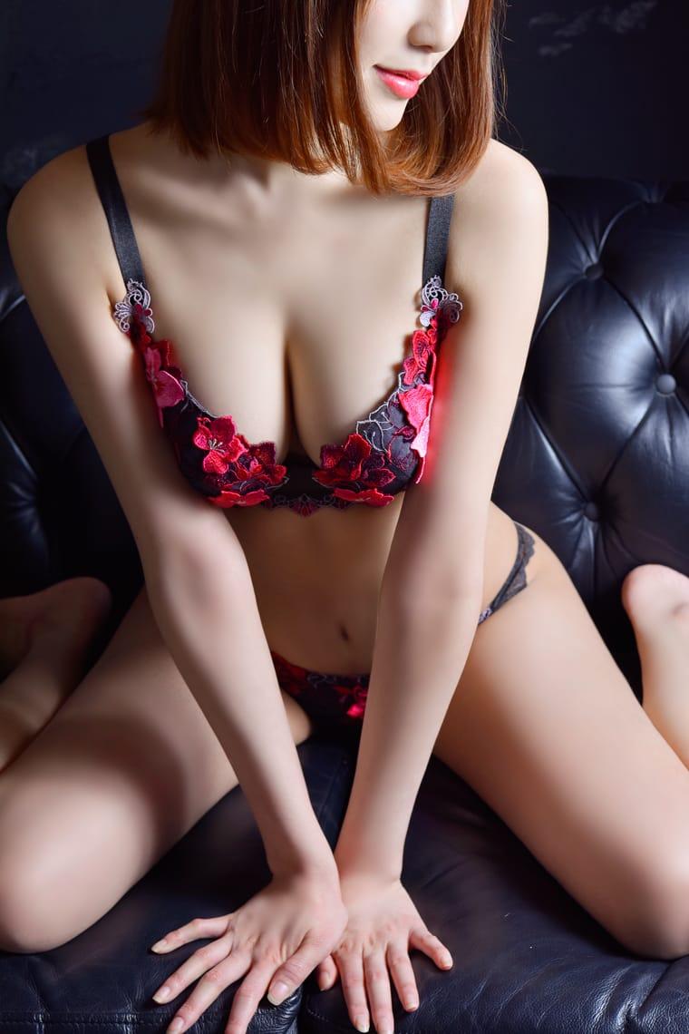 高身長スレンダーなFカップ美巨乳モデル:メートルドテル(新宿高級デリヘル)