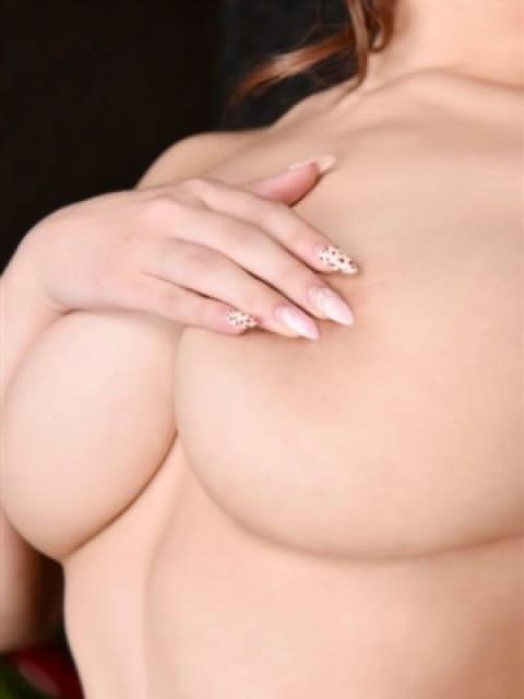 冬月きづな【神嬢降臨】:長身・巨乳専門モデル倶楽部ROYAL(品川高級デリヘル)